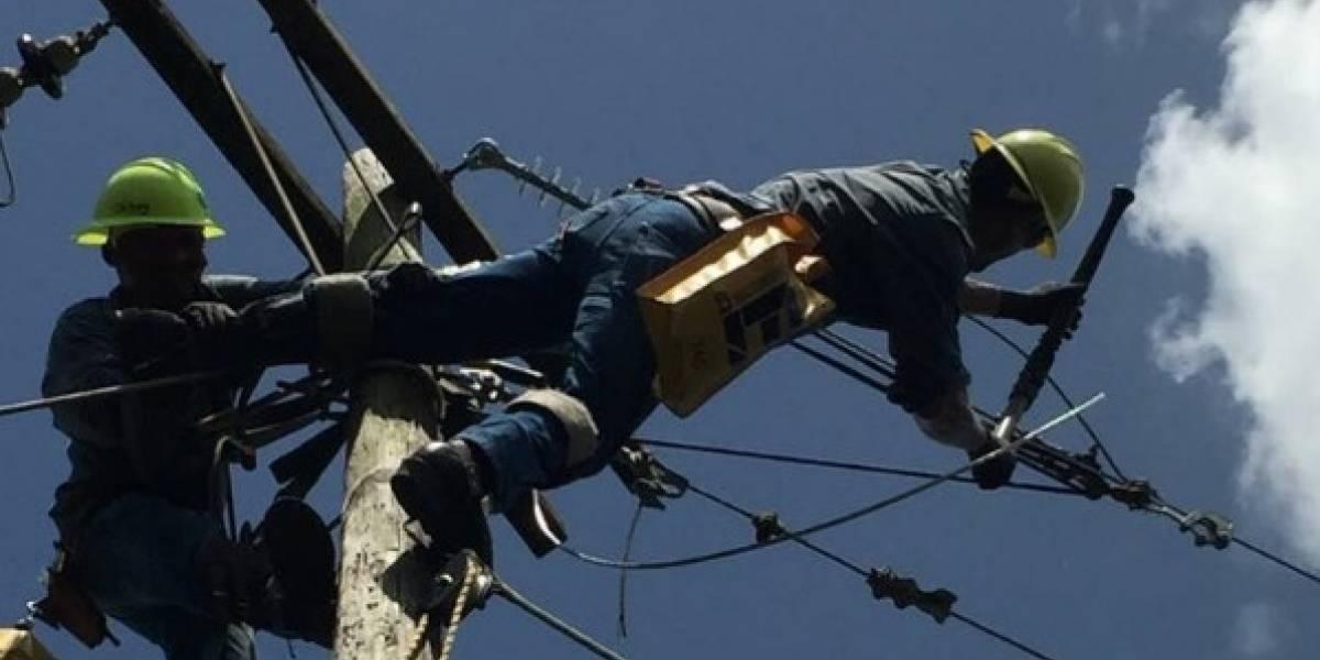 AEE repara un 75% de línea que va de Aguirre hasta Aguas Buenas