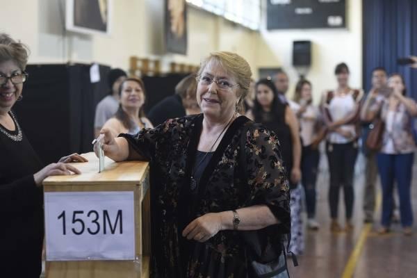Chilenos residentes en el extranjero votan por primera vez en elecciones presidenciales