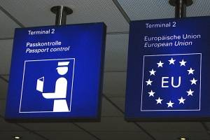 UE adopta normas para registrar entradas y salidas de extranjeros en Schengen
