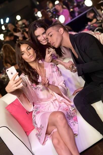 """Las """"selfies"""" no podían faltan en el Victoria´s Secret 2017 Getty Images"""