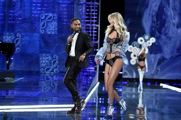 El ganador del Grammy, Miguel bailando con los ángeles Getty Images