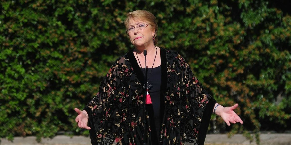 """Bachelet emplaza a Piñera por cambio en postura sobre gratuidad y descarta acusaciones de intervencionismo: """"¿Habrá nerviosismo electoral?"""""""