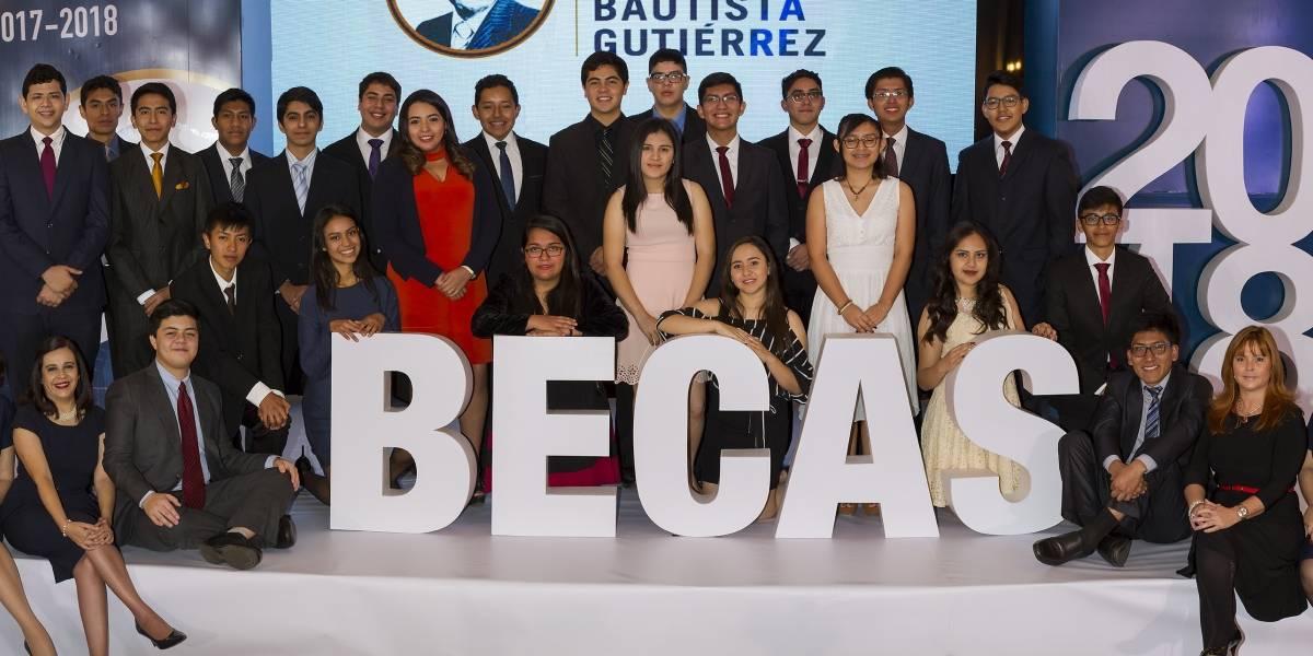 Estos 25 jóvenes recibieron una beca universitaria completa de Fundación Juan Bautista Gutiérrez