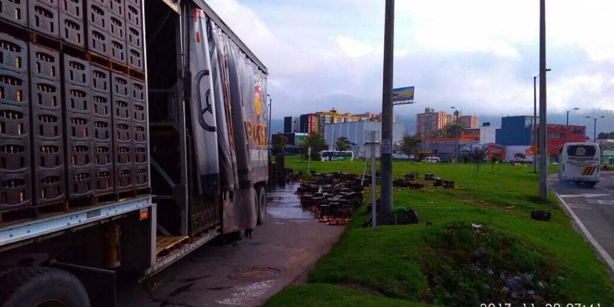 Carga de camión de cerveza se volcó en la Autopista norte con calle 170