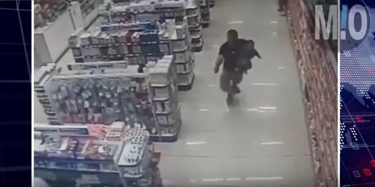 Policía mató a dos ladrones mientras cargaba a su hijo en brazos
