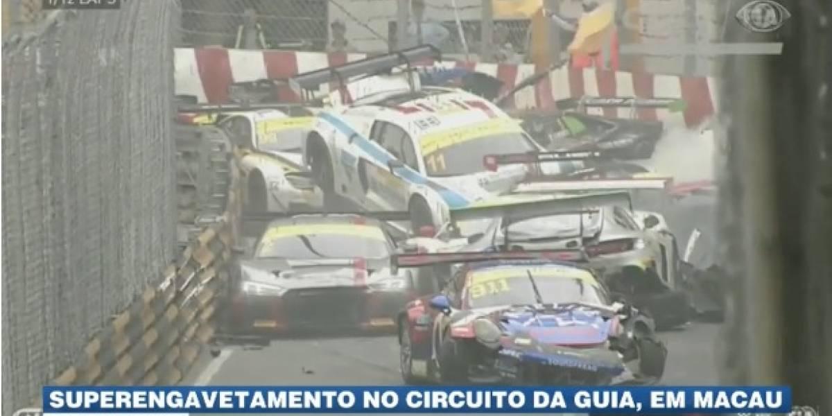 Piloto brasileiro se envolve em batida de 12 carros em prova