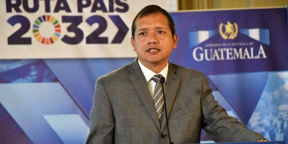Exministro de Gobernación, Francisco Rivas, señala que ha sido vigilado por desconocidos