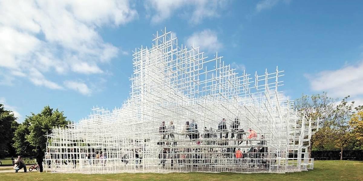 Arquitetura futurista guia exposição na Japan House, em São Paulo