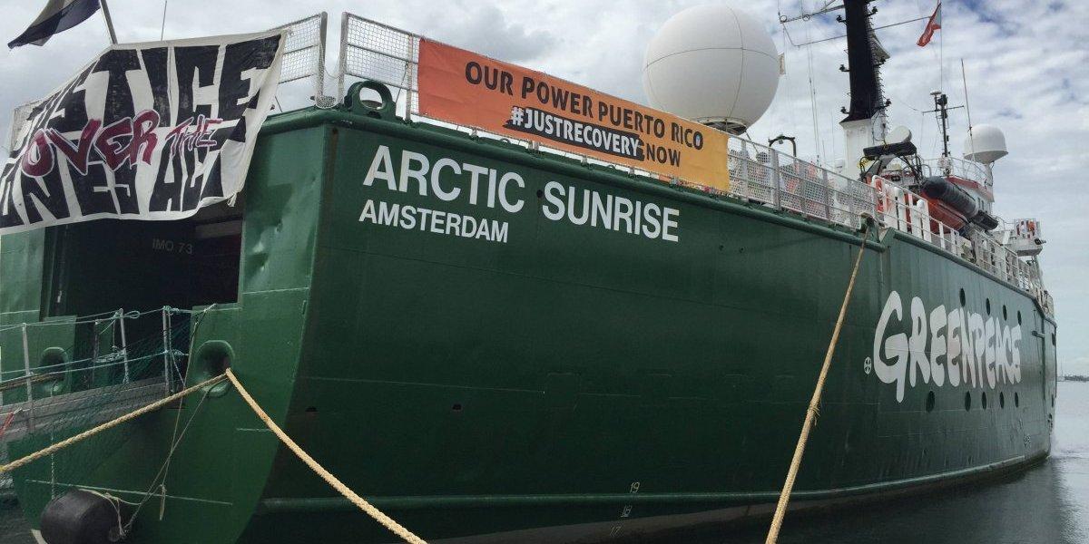 Así luce el barco de Greenpeace que no pudo traer ayuda a la isla