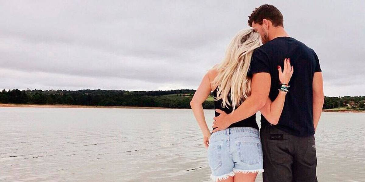 Karina Bacchi assume namoro com Amaury Nunes, ex de Dani Winits