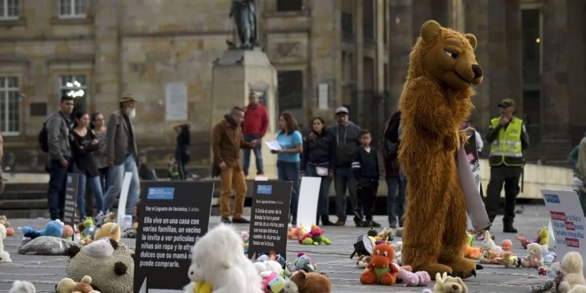 Juguetes y peluches contra abusos sexuales a niños en Colombia
