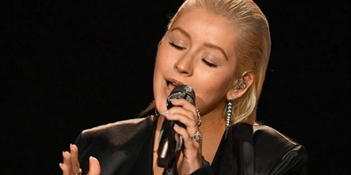 Christina Aguilera faz homenagem a Whitney Houston nos 25 anos de O Guarda-Costas