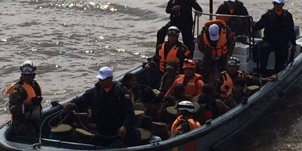 Rescatan 14 tripulantes de bote de Armada colombiana que naufragó en Pacífico