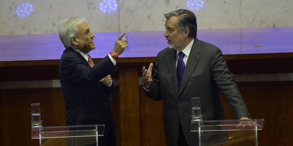 Expertos analizan los posibles movimientos de las campañas 2.0 de Piñera y Guillier