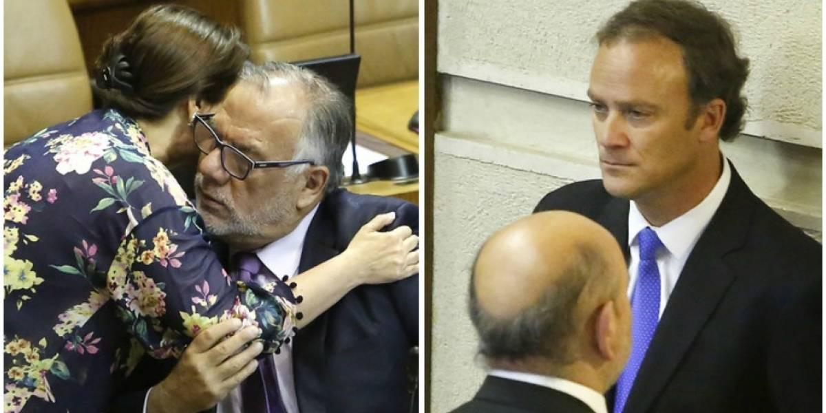 Miradas perdidas, regaloneos y cariñitos: diputados apapacharon a sus colegas que perdieron en las elecciones