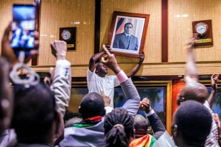 Renuncia de Robert Mugabe