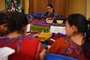 Feria de artesanos becados