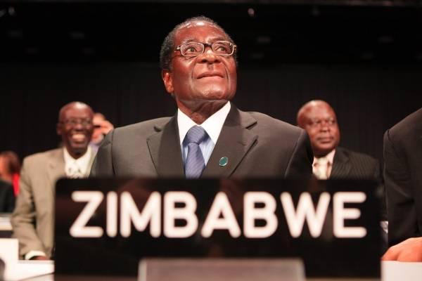 El presidente de Zimbabue, cada vez más solo en el poder