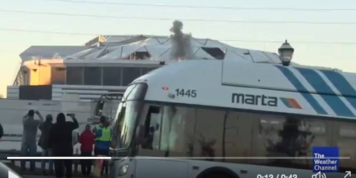 VIDEO: Autobús bloquea toma de tv en el momento de la implosión del Georgia Dome