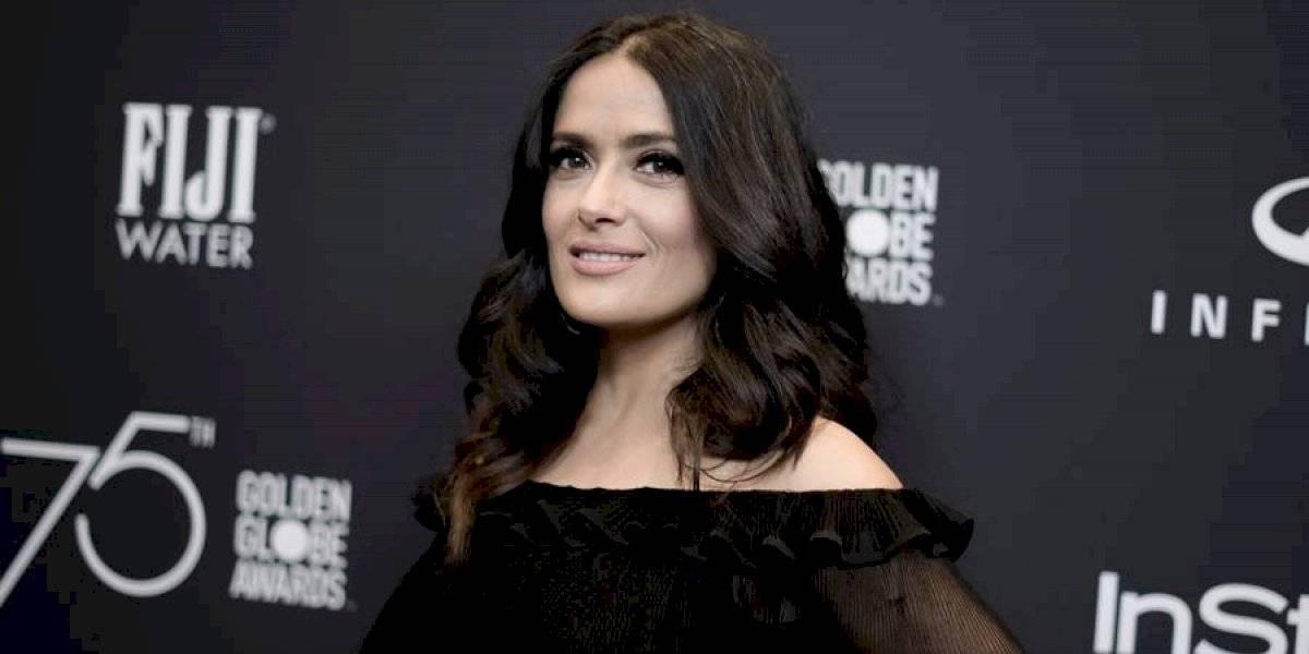 Salma Hayek calienta las redes con su traje de baño que transparenta sus atributos