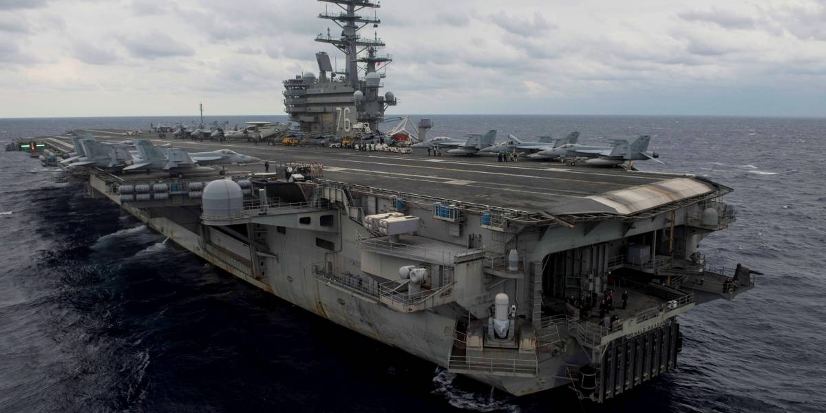Avión militar de EE.UU. cae al mar en Japón