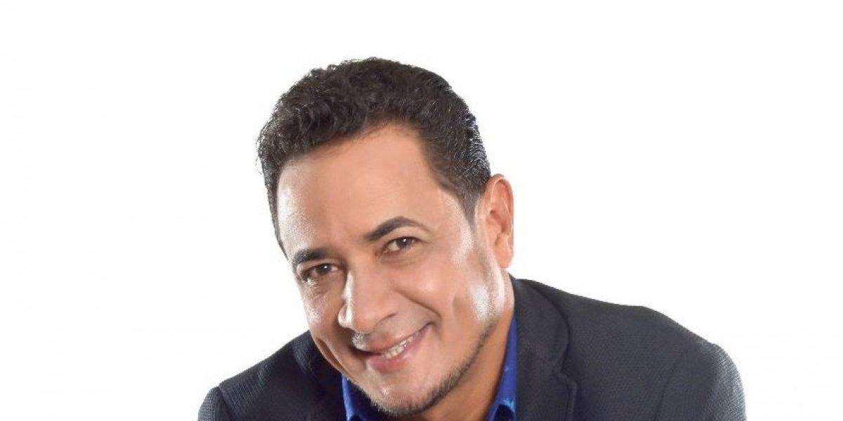 Rafy Arias promueve disco navideño