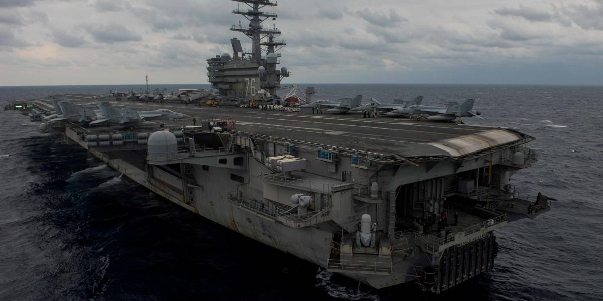 Avião militar dos EUA cai no Pacífico com 11 pessoas a bordo