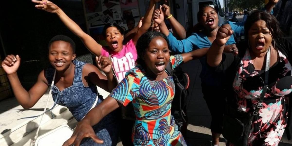 """""""Esta no es una revolución democrática, sólo se trata de poder"""": ¿qué cambia en Zimbabue después de la renuncia de Robert Mugabe?"""