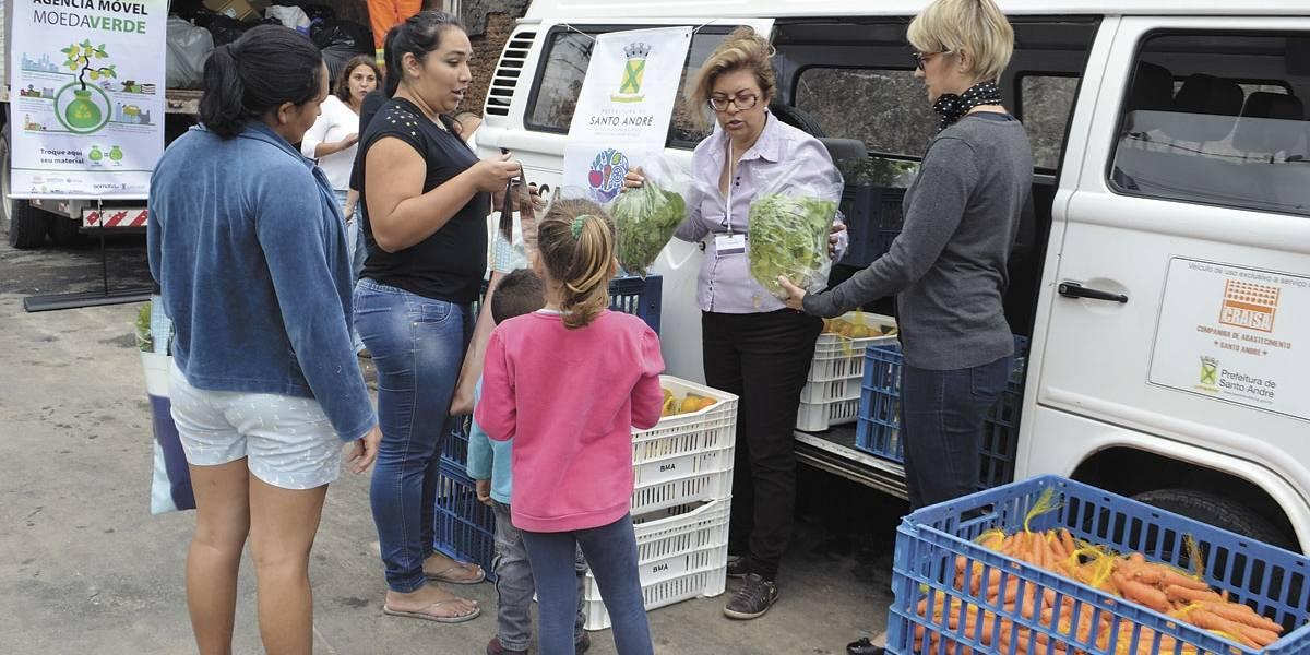 Projeto da Semasa oferece alimentos em troca de recicláveis em Santo André