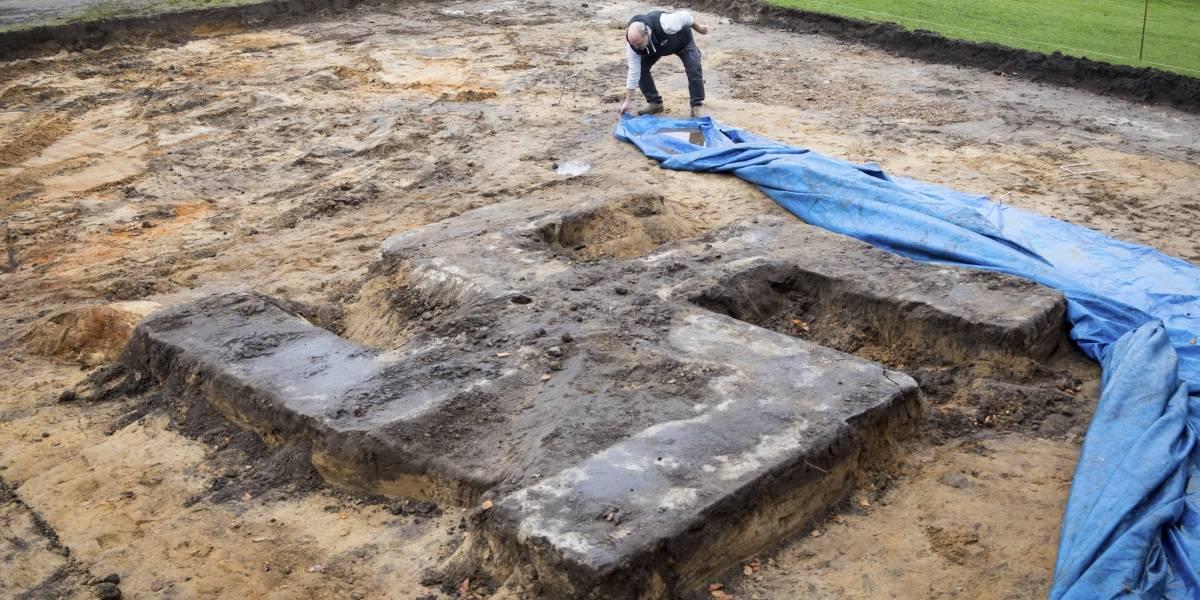 Encuentran esvástica nazi de 4 metros durante excavación en Alemania