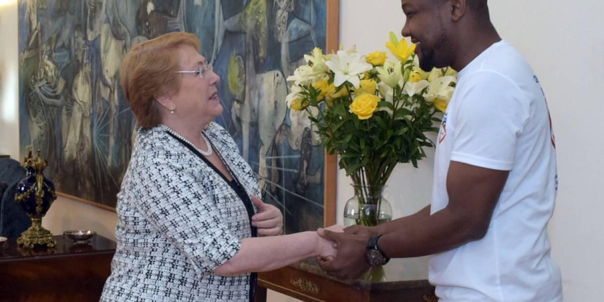 Presidenta Bachelet se reunió con haitiano que salvó la vida de una mujer en Independencia