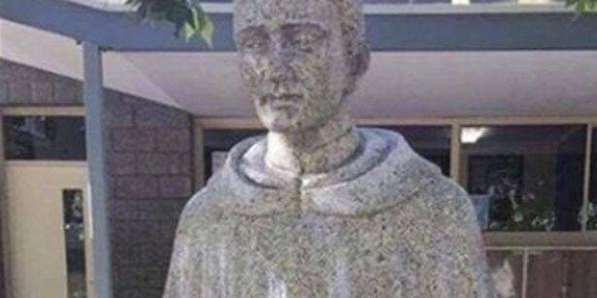 Polémica por una estatua religiosa que sugiere pedofilia