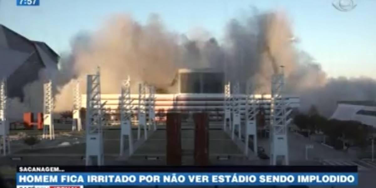 Homem se irrita ao ser impedido de ver implosão de estádio; veja o vídeo