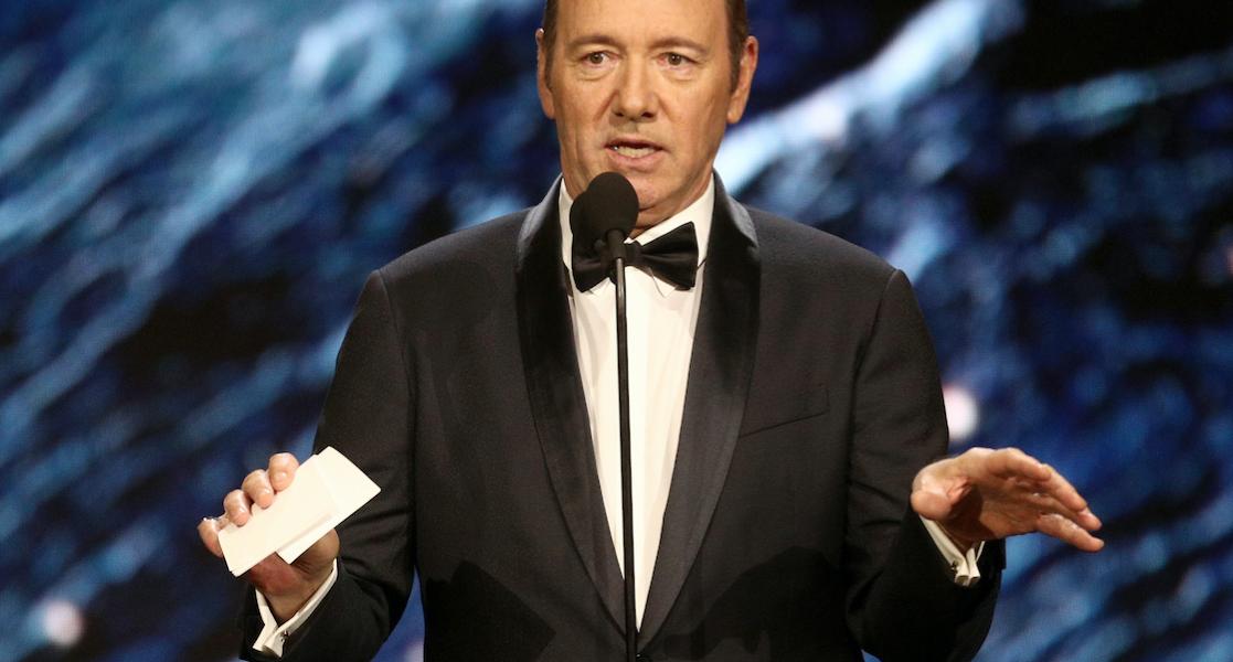 Kevin Spacey enfrenta cargo penal por manosear a joven