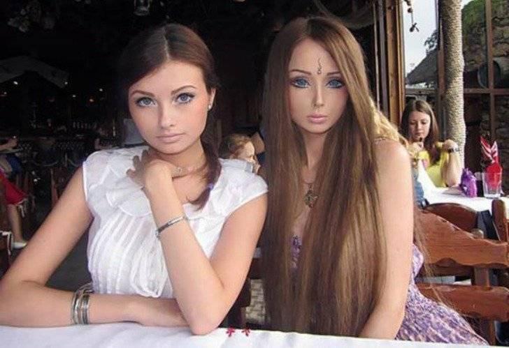 Olga, que é irmã da boneca, também não fez cirurgias e mesmo assim é bastante elogiada quando está com a Barbie | Divulgação