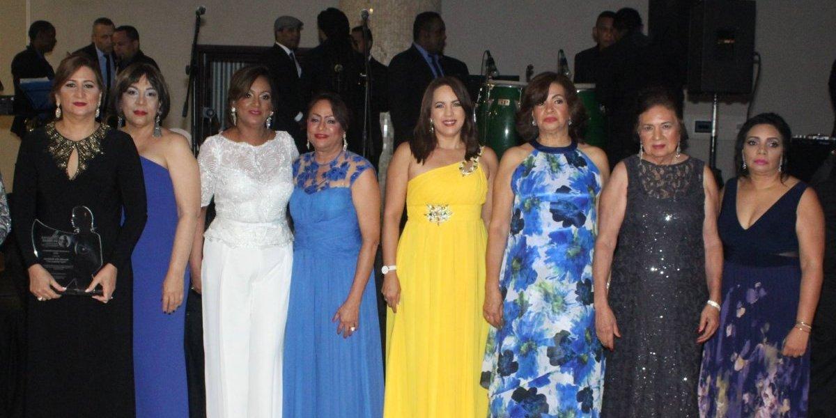Realizan actividad pro-fondos mujeres con cáncer de mama