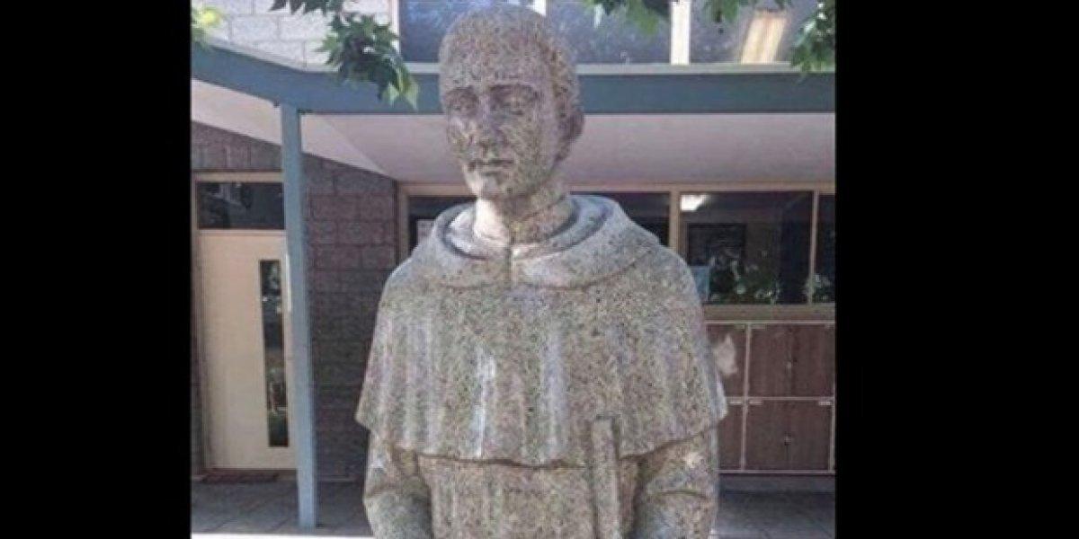 La polémica escultura que fue censurada en colegio católico de Australia