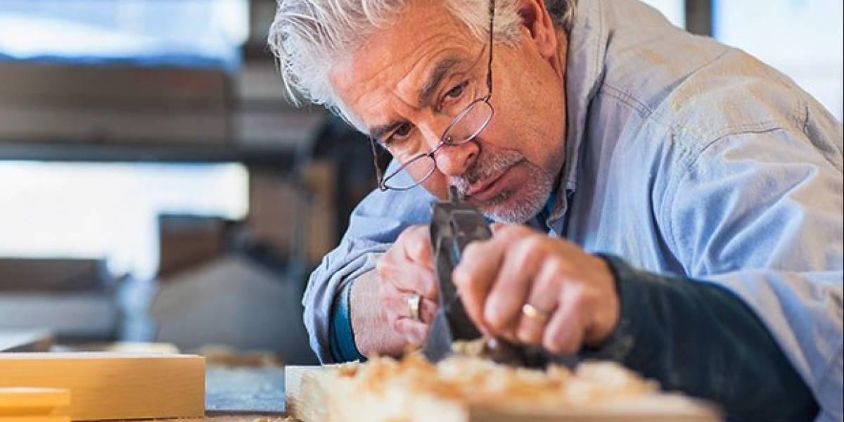 Lanzan portal de trabajo para adultos mayores