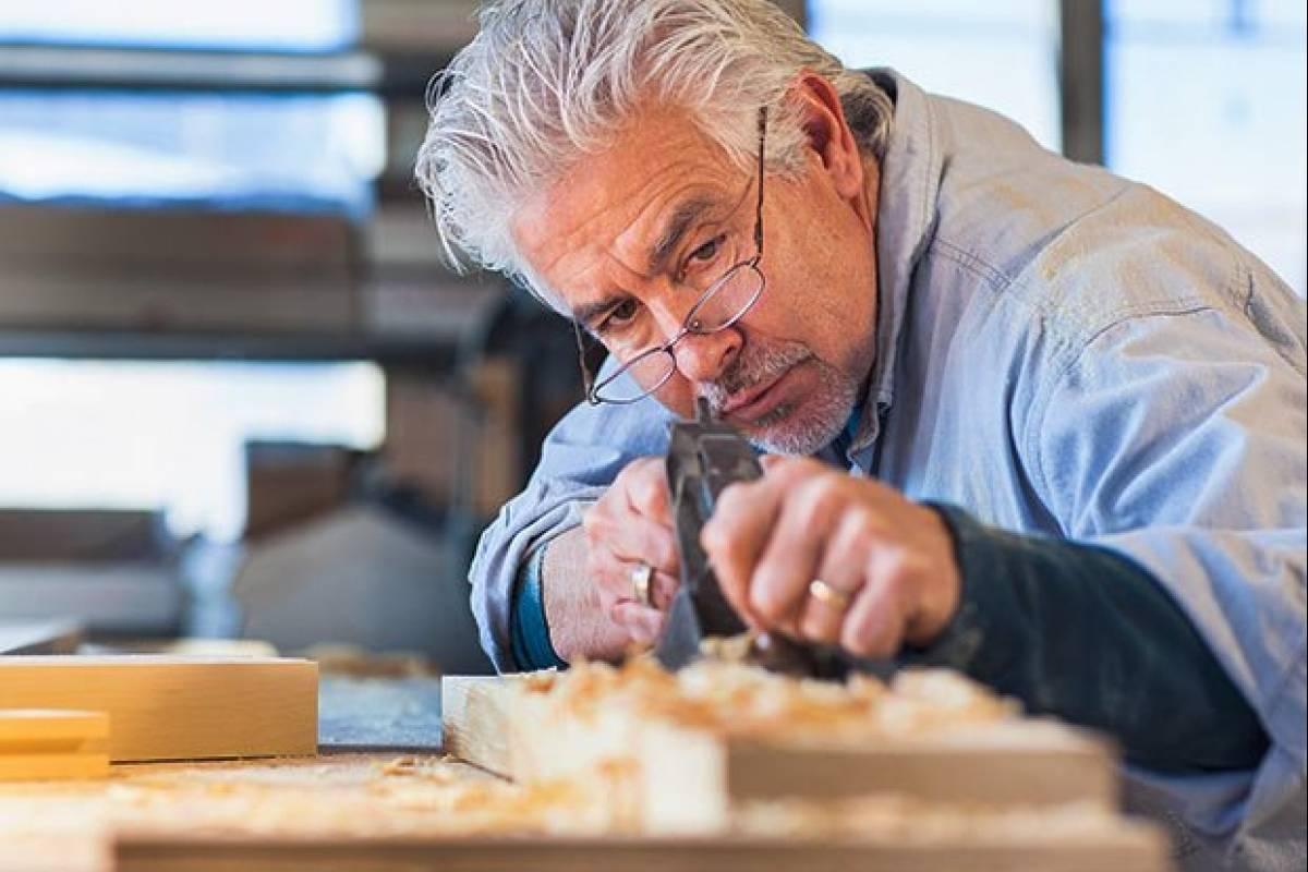 Resultado de imagen para adulto mayor trabajando