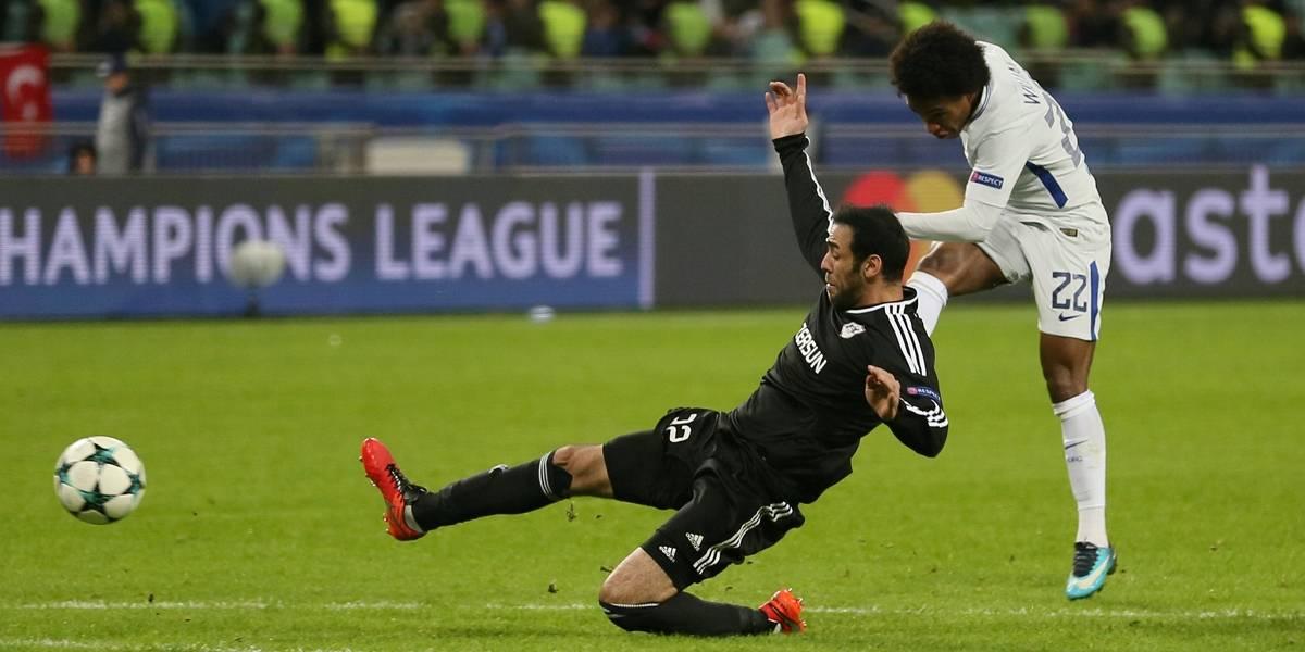 Com arbitragem polêmica e 2 gols de Willian, Chelsea goleia fora e vai às oitavas