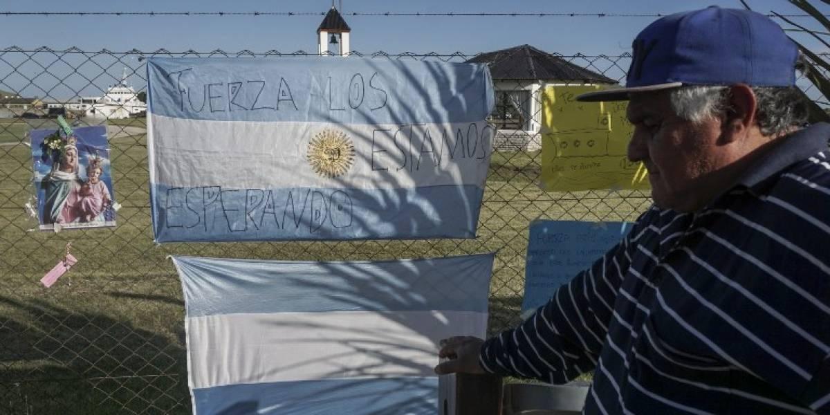 La desesperación embarga a los familiares de los tripulantes del submarino argentino a 8 días del último contacto