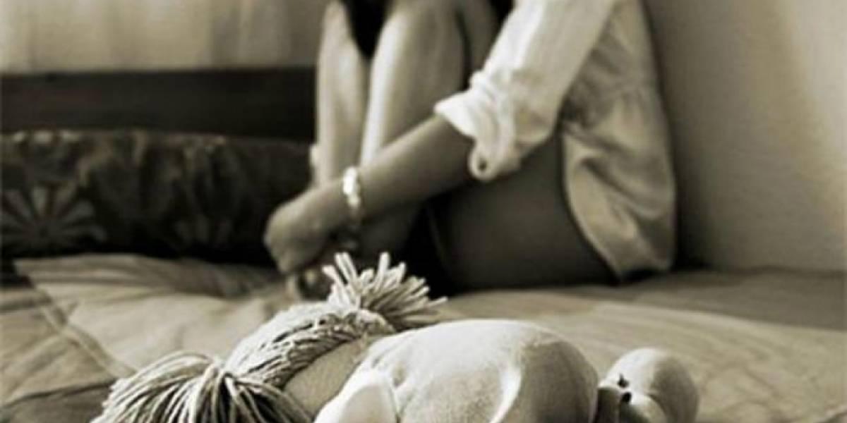 Prostituía y abusaba de sus hijos mientras tenía sexo con su pitbull