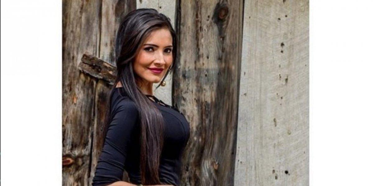 Massiel Carrillo simula desabotonarse la blusa y causa revuelo entre sus fans