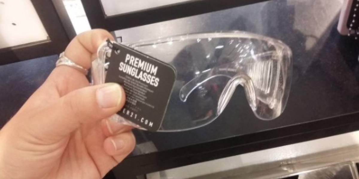"""Los """"anteojos de sol premiun"""" que venden en Santiago y que desataron las burlas de las redes sociales"""