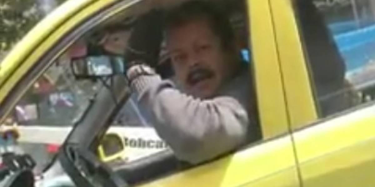 """""""¿Se ganó el pase en una @#¢∞ empanada?"""" Taxista se despacha con insultos a una conductora en Bogotá"""