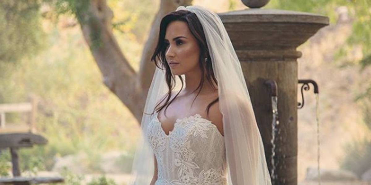 Demi Lovato aparece vestida de noiva e fãs especulam se o noivo seria Neymar