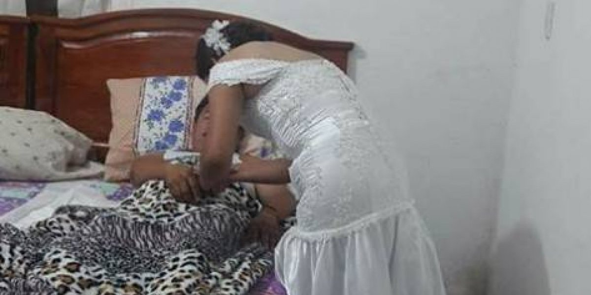 Se ganó el corazón de todo el mundo: enfermera dejó su fiesta de boda para atender a un paciente