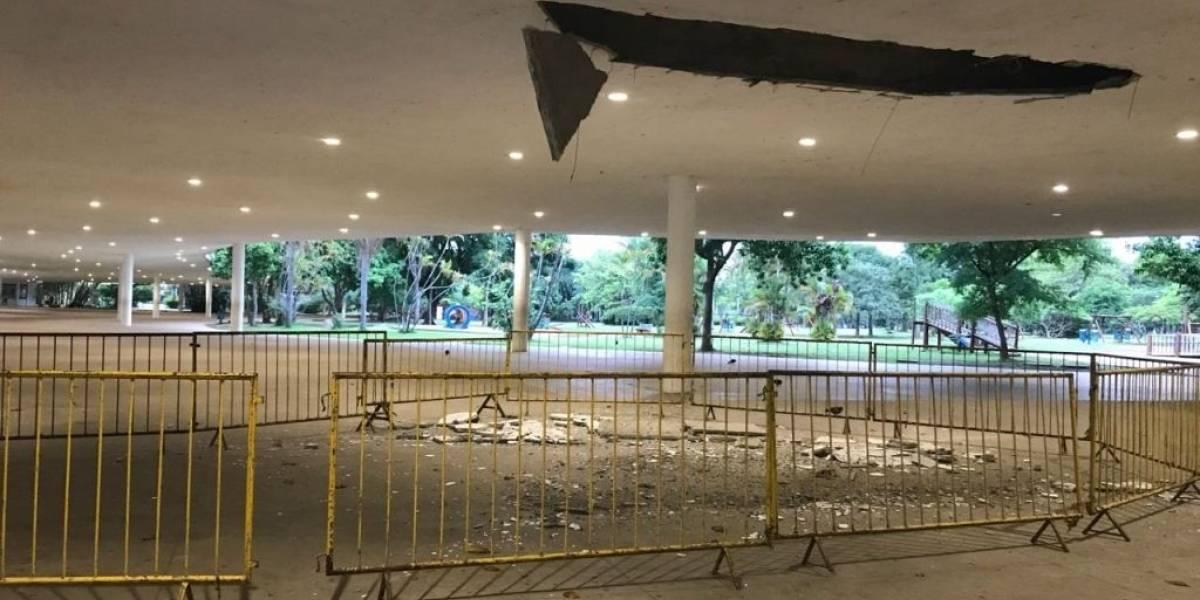 Parte do teto da marquise do Parque Ibirapuera, em São Paulo, cai