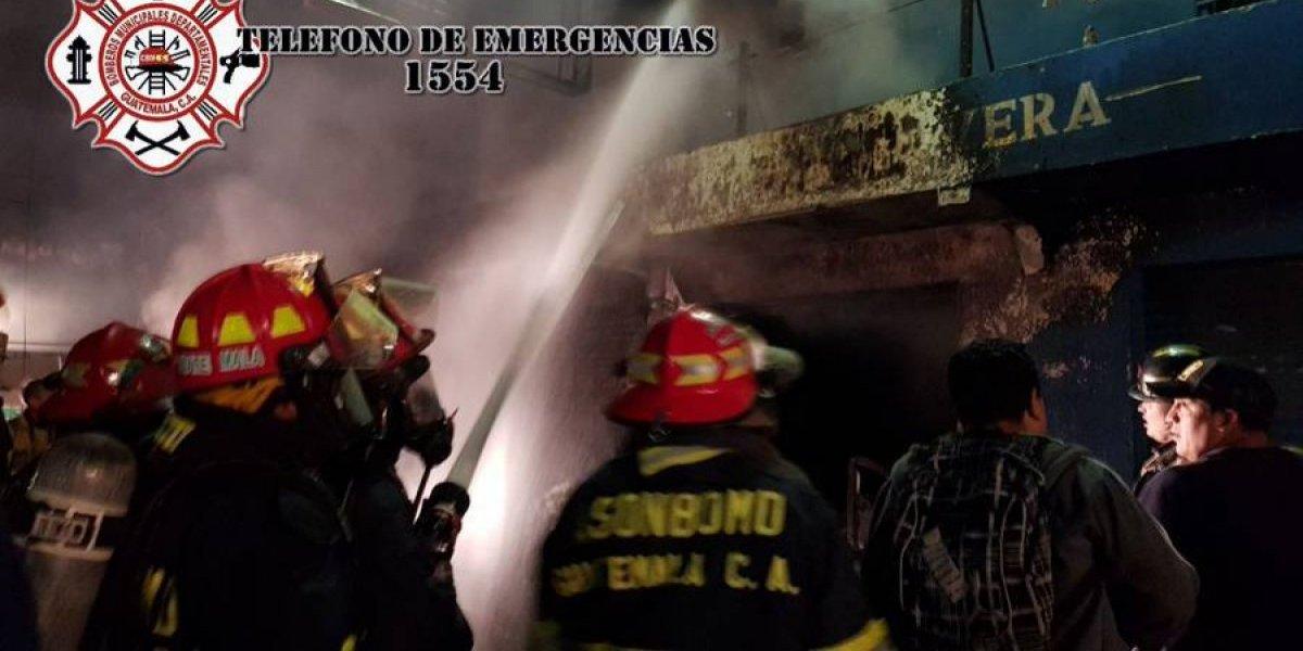 VIDEO. Incendio consume locales en La Terminal de Quetzaltenango