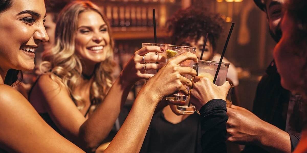 Estudo revela que mulheres inteligentes consomem mais álcool